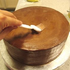 Perfect Fondant: Tips for Covering a Cake Flawlessly - The Sugar-Coated Chronicle Cake Decorating Techniques, Cake Decorating Tutorials, Cookie Decorating, Cupcakes Decorating, Decorating Ideas, Fondant Tips, Fondant Cakes, Cupcake Cakes, Fondant Tutorial