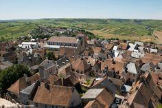 Ville de Sancerre et ses vignobles dans le département du Cher #cher #location #vacances #france