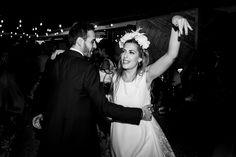 Diadema de flores de seda y plumas Crown, Fashion, Vestidos, Silk Flowers, Flower Headbands, Funny Girlfriend, Bridal Headpieces, Feathers, Dancing