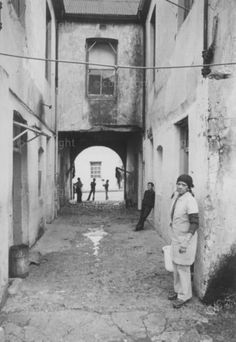 Lane in Little Hanover Street in before destruction Hanover Street, African History, Destruction, Cape Town, Vintage Photos, South Africa, Past, Places To Visit, Future