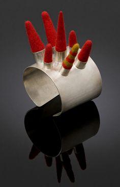 "Sarah Fox- ""spike cuff"" silver, felted wool Bracelet ""manchette-pointes"" en argent avec feutre"