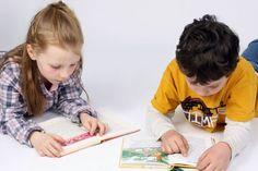 Schulanfang: Etiketten, Trinkflaschen und Co. mit dem Namen des Kindes schenken  (djd). Verlieren, verlegen, vertauschen – das ist auch bei Grundschülern zum Leidwesen der Eltern oftmals noch an der Tagesordnung. Schließlich sehen die Stifte, der Radiergummi oder der Wasserfarbenkasten des Tischnachbarn oft ganz ähnlich aus.  Sinnvolle Geschenke zum Schulanfang: Lesezeichen und Briefpapier mit dem Namen des Kindes. Foto: djd/Logo-2-Go