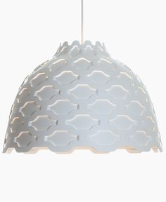 The LC Shutters Suspension Lamp was designed in the year 2012 by Louise Campbell for Louis Poulsen. This LC Shutters Suspension Lamp by Louis Poulsen is based Types Of Lighting, Modern Lighting, Coastal Lighting, Chandeliers, Interior Design Minimalist, Modern Interior, Deco Luminaire, White Pendant Light, White Light