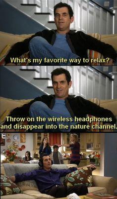 Modern Family season I wish I had those headphones Modern Family Season 1, Modern Family Funny, Modern Family Quotes, Tv Shows Funny, Best Tv Shows, Favorite Tv Shows, Family Rules, Family Love, Morden Family