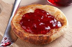 Fresh pomegranate juice, sugar and fruit pectin are cooked briefly then processed in a canner to produce gleaming jars of homemade jelly. Crab Apple Jelly, Peach Jelly, Lemon Jelly Recipe, Jelly Recipes, Elderberry Jelly Recipe, Chokecherry Jelly, How To Make Jelly, Making Jelly, Pomegranate Jelly