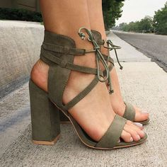 Block, Chunky Heels, sandals or platforms boots or booties. Chunky shoes are back on trend. Zapatos Shoes, Women's Shoes, Shoe Boots, Golf Shoes, Strappy Sandals Heels, Strap Sandals, Gladiator Sandals, Leather Sandals, Wedge Shoes