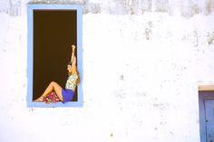 Luisa Meirelles para Avonts Rio #gypsy #boho #avonts #summer #kimono #fashion #editorial #cartagena #avonts #luisa meirelles #bohemian #janela #window #short #babado #tshirt