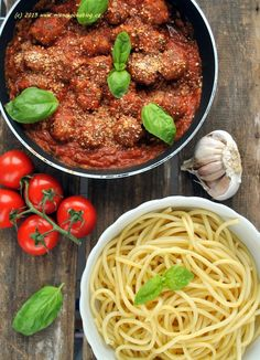 These meatballs are packed with authentic Italian flavours, from the oregano in the turkey seasoning to the Napolina balsamic vinegar in the tomato sauce Turkey Seasoning, Yummy World, Balsamic Vinegar, Sugar And Spice, Tomato Sauce, Tandoori Chicken, Carrots, Spices, Low Carb