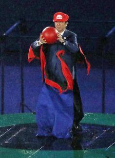 2020年東京五輪を紹介するセレモニーでマリオ役を務めた安倍首相=21日、リオデジャネイロ(共同)