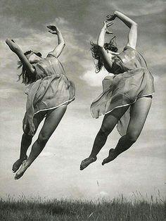1930 © Vladimir Tolman - Golondrinas
