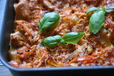 Kyllingelasagne – opskrift på lasagne med kylling Always Hungry, Lasagna, Italian Recipes, Chicken Recipes, Soup, Beef, Ethnic Recipes, Handmade, Cakes