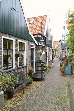 Giethoorn, un villaggio da favola. Non perdere i consigli di viaggio di La Figurina e organizza il tuo tour in Olanda, alla scoperta dei paesini più belli
