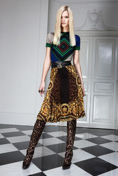 Versace Pre-Fall 2011 Collection Photos - Vogue