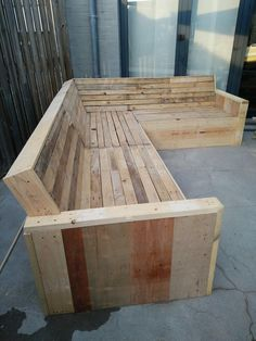 Scrap Wood Projects For Beginners – WoodworkeRealm Pallet Bench, Wood Pallet Furniture, Outdoor Lounge Furniture, Furniture Projects, Wood Pallets, Diy Furniture, Pallet Sectional, Wood Projects For Beginners, Scrap Wood Projects