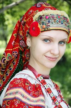 Russian clothing--traditional