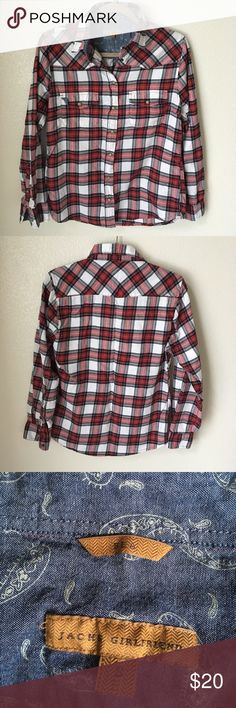 Jachs Girlfriend Bea Palaid Flannel Button Down Beautifully detailed Jachs Girlfriend snap closure plaid button down. Size Small, with optional 3/4 sleeve strap. Two pockets on the chest. Armpit to armpit about 19 in across, and about 27 in long. Jachs Girlfriend Tops Button Down Shirts