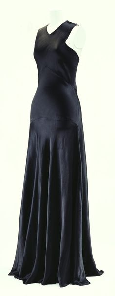 bias-cut silk satin evening dress (madeleine vionnet, beautiful awareness of body form in this garment! Vintage Gowns, Mode Vintage, Vintage Outfits, Madeleine Vionnet, 1930s Fashion, Vintage Fashion, Bias Cut Dress, French Fashion Designers, Vintage Couture