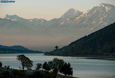 "Reschensee - Foto aus dem Bildband ""Via Claudia Augusta"" von Gianni Bodini https://www.edition-longo.it/via-claudia-augusta-detail #südtirol #berge #foto #viaclaudia #altoadige #reschensee"