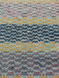 Sokeripala-matto Rag Rugs, Recycled Fabric, Scandinavian Style, Woven Rug, Pattern Design, Recycling, Weaving, Textiles, Diy