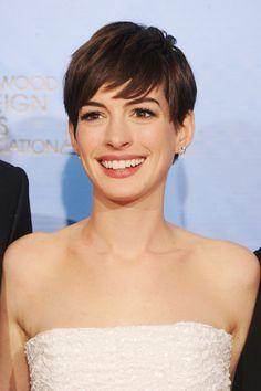 Inspírate en el nuevo look de las celebrities: Anne Hathaway