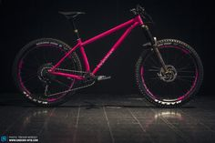 The most important mountain bike news from Eurobike powered by ENDURO. The latest enduro bikes, most exciting gear and equipment. Hardtail Mtb, Hardtail Mountain Bike, Mountain Biking, Bicycle Paint Job, Bicycle Painting, Mountian Bike, Downhill Bike, Bike News, Urban Bike