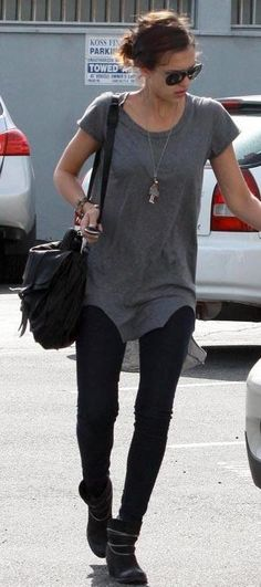 Who made Jessica Alba's black skinny pants, sunglasses and black purse that she wore in Santa Monica, April Purse – Proenza Schouler Sunglasses – Chloe Pants – Charley Mommy Style, Style Me, Jessica Alba Style, Black Skinny Pants, Fashion Books, Style Icons, Celebrity Style, Cute Outfits, Street Style