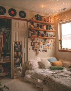 Indie Room Decor, Aesthetic Room Decor, Indie Dorm Room, Teen Room Decor, Retro Bedrooms, Blue Bedrooms, Room Ideas Bedroom, Bedroom Inspo, Teen Bedroom
