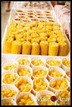 New Wedding Food Buffet Mexican Rehearsal Dinners Ideas BBQ party food - mac & cheese and baked beans in paper cups. Corn cob pieces with stick bbq party food (just the pic, link doesn't go to this) Party Food ideas Best party idea website Free Birthday P Soirée Bbq, Bbq Ribs, Barbecue Wedding, Bbq Menu, Bbq Pork, Snacks Für Party, Wedding Snacks, Easy Wedding Food, Wedding Food Stations
