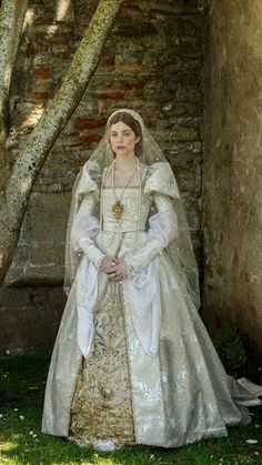 """fuckyeahcostumedramas: """"Charlotte Hope in 'The Spanish Princess' """" Court wear from Numenor, Imperial Period Covet Fashion, Princess Katherine, Princess Charlotte, Elizabeth Of York, The White Princess, White Queen, Catherine Of Aragon, British Royal Families, Theatre Costumes"""