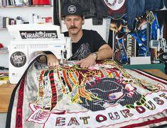 Ben Venom aime bousculer les codes. Diplômé des beaux arts du San Francisco Art Institute en 2007, il détourne et joue avec les symboles de la contre culture. Mélangeant les références aux motards,…