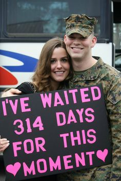 I've waited for this moment. Homecoming Signs, Military Homecoming, Homecoming Ideas, Military Girlfriend, Military Spouse, Military Families, Usmc Love, Military Love, Welcome Home Signs