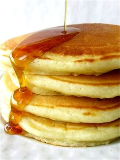 Simply perfect pancakes - Flourish - King Arthur Flour: Pancakes are everyone's idea of the must-have weekend breakfast. But don't just serve any old flapjacks: make PERFECT pancakes! What's For Breakfast, Breakfast Pancakes, Pancakes And Waffles, Breakfast Dishes, Breakfast Recipes, Making Pancakes, Homemade Pancakes, Fluffy Pancakes, Buttermilk Pancakes