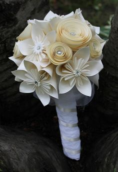 Origami and Spiral Bouquet - Paper Bridal Bouquet - Paper Wedding Flowers - Kusudama Bouquet - White Paper Rose Bouquet Alternative Bouquet Paper Flowers Wedding, Wedding Paper, Wedding Bouquets, Origami Flower Bouquet, Paper Bouquet, Wedding Flower Alternatives, Wedding Ideas, Alternative Bouquet, Alternative Wedding
