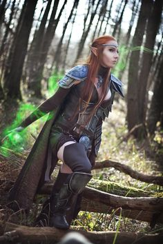 Cosplayer EmilyRosa with a brilliantly crafted elven inspired cosplay from Elder Scrolls Online Halloween Cosplay, Cosplay Costumes, Cosplay Ideas, Elf Costume, Elven Cosplay, Skyrim Cosplay, Cosplay Armor, Lightning Cosplay, Fantasy Female Warrior