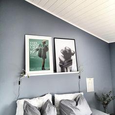 Bilderesultat for pilasterblå Scandinavian Interior, Contemporary Interior, Bedroom Wall Colors, Bedroom Decor, Light Oak Furniture, Modern Kitchen Design, Beautiful Bedrooms, Home Interior Design, Interior Inspiration