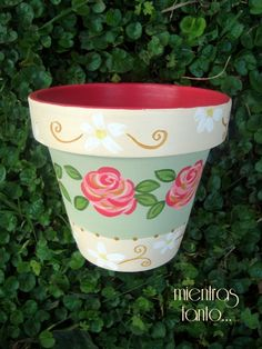 Clay Pot Projects, Clay Pot Crafts, Crafts To Make, Flower Pot Art, Clay Flower Pots, Painted Clay Pots, Painted Flower Pots, Plant Painting, Diy Painting