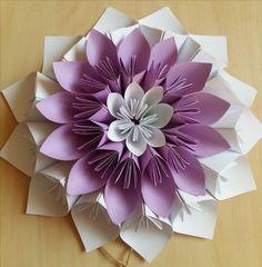 Цветы из бумаги как элемент декора.