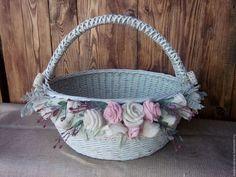 Wicker basket oval, Basket with decor, Large basket, easter basket Large Baskets, Wicker Baskets, Basket Labels, Shabby Chic Art, Newspaper Basket, Paper Weaving, Flower Girl Basket, Rings For Girls, Basket Decoration