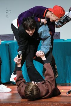 Jungkook, Suga and V! Yoonkook ✈~ With TaeTae~ ❤ BTS at the Incheon Fansign #BTS #방탄소년단