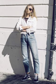 15d172ff8f4 7 Chic Ways To Style Your Blue Jeans (The Edit)