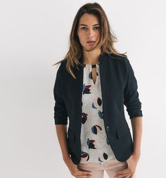 Veste de tailleur Femme Tailored Jacket, Jackets For Women, Navy Blue, Stylish, Sweaters, French, Fashion, Navy Wife, Simple Outfits