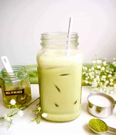 A refreshing, healthy, naturally Paleo and Dairy-free, green tea delight. This drink is creamy from the almond milk with a hint of sweetness from honey. Iced Matcha Recipe, Almond Milk Latte, Smoothies With Almond Milk, Green Tea Latte, Iced Latte, Avocado Smoothie, Matcha Green Tea Powder, Almond Milk, Paleo Food