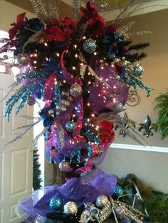 Upside down Christmas tree. Upside Down Christmas Tree, Unusual Christmas Trees, Creative Christmas Trees, Xmas Trees, Christmas Gifts For Kids, Holiday Tree, Beautiful Christmas, All Things Christmas, Holiday Ideas