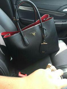 My double colour Prada bag in black and red Taschen Designer Handbags Fall Handbags, Burberry Handbags, Prada Handbags, Fashion Handbags, Fashion Bags, Leather Handbags, Ladies Handbags, Prada Tote, Ysl Tote
