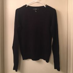 Sweater Super cute gently worn black sweater! Love this!! Forever 21 Tops