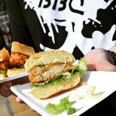 Piri-Piri Chicken Burger!  #burgerclash #bbq #burger #burgerorder #burgerporn #foodporn #delicious #food #foodblogger #yummy #nomnom #streetfood #chicken #salad #piripiri #tasty #foodbeast #grill #meat #spicy #chili #peppers