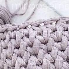 Aprendendo sempre! . . . By @miroosemi . . . . #croche #croché #croshet #yarnlove #yarn #yarning #knitlove #knit #knitting #trapillo #ganchilloxxl #ganchillo #crocheaddict #handmade #feitoamao #euquefiz #totora #penyeip #вязаниекрючком #uncinetto #かぎ針編み #inspiracao #inspiration #vídeocrochet #dica #videotutorial