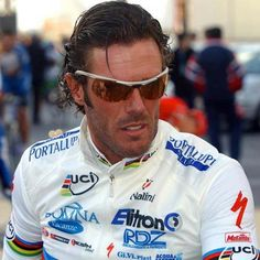 The flamboyant Mario Cipollini - super-sprinter, but a rider who really didn't like 'up' - 'There are mountains, I get off now' John Smith, Pro Cycling, Cool Bicycles, Sport, Super Mario, Retro, Oakley Sunglasses, Motorcycle Jacket, Champion