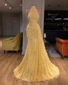 yellow evening dresses long high neck sparkly feather luxury bling evening gown formal dress – Expolore the best and the special ideas about Red carpet dresses Dresses Elegant, Stunning Dresses, Beautiful Gowns, Pretty Dresses, Designer Formal Dresses, Sparkly Dresses, Designer Evening Gowns, Red Wedding Dresses, Wedding Colors