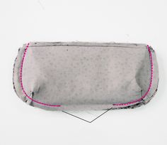 DIY Tutorial Soft glasses case to be sewed. Purse Patterns, Sewing Patterns, Iphone 4s Covers, Pillow Tutorial, Diy Tutorial, Small Sewing Projects, Small Quilts, Sunglasses Sale, Glasses Case